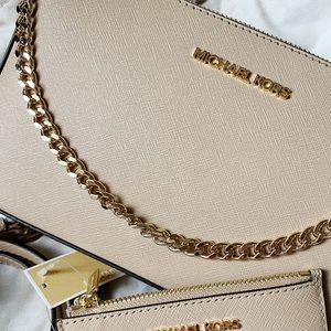 Michael kors jet set medium pochette zip